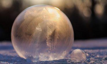 Украшаем участок замороженными мыльными пузырями