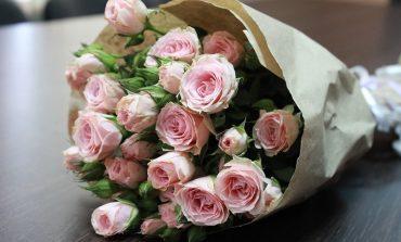 Красивый куст из розового букета