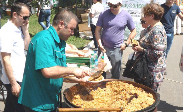 Сабантуй в Хабаровске: выбор батыра и 1001 порция плова