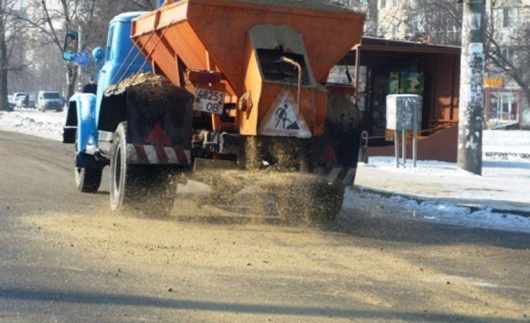 К зимнему гололеду на дорогах в Хабаровске готовятся уже сейчас