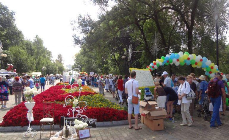 Парад цветов и овощей прошел в Хабаровске в 18-й раз