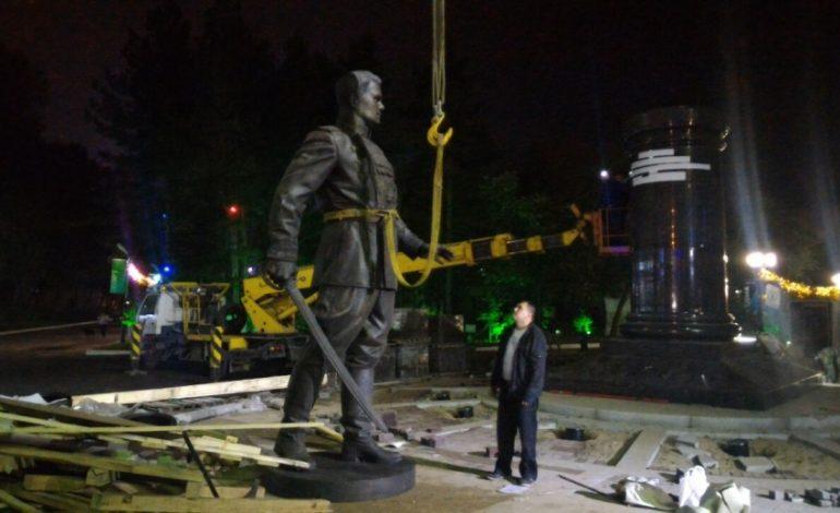 Памятник маршалу Василевскому уже установлен в парковой зоне стадиона имени Ленина в Хабаровске