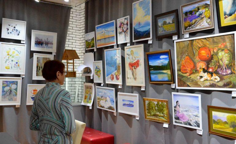 В Хабаровске впервые открылась выставка молодых преподавателей и учеников художественной мастерской «Палуба» — «Хороший вид» (ФОТО)