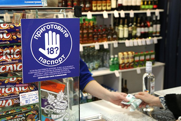 В Хабаровске борются с продажей пива несовершеннолетним
