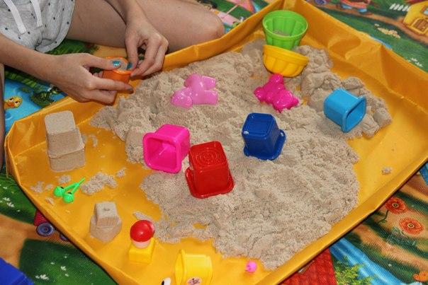 Развлечение для детей в новогодние праздники: космический песок!