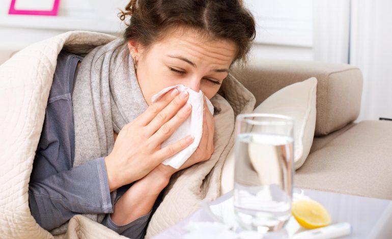 Почти половина россиян не обращается к врачам при простуде и гриппе