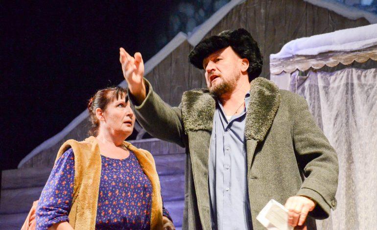 Хабаровчане посмеялись от души на премьерном показе спектакля «Семейный портрет на фоне денежных знаков» (ФОТО)
