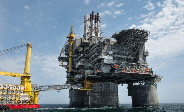 Крупнейшая буровая платформа в Охотском море сможет добывать до 4,5 млн тонн нефти в год