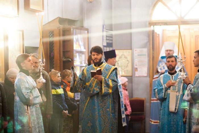 Православные хабаровчане празднуют Покров