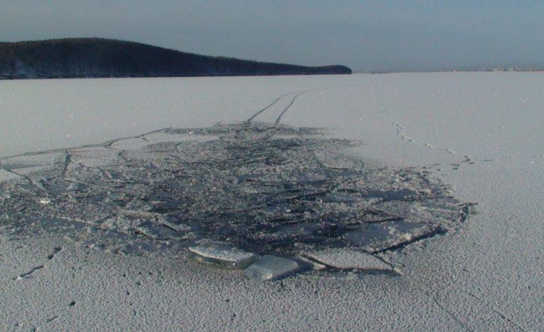 Трое жителей Хабаровского края провалились под лед на реке Сия