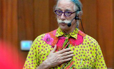 Всемирно известный больничный клоун Патч Адамс впервые посетил Хабаровск (ФОТО)