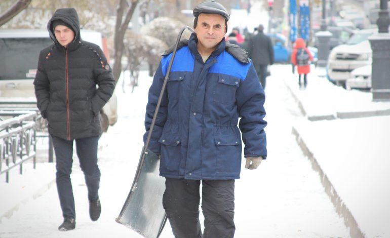 Снежный циклон свирепствует в Хабаровске