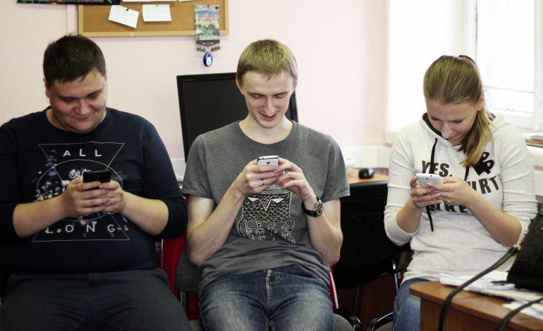 Из-за повального увлечения интернетом хабаровчане разучились общаться в реальности