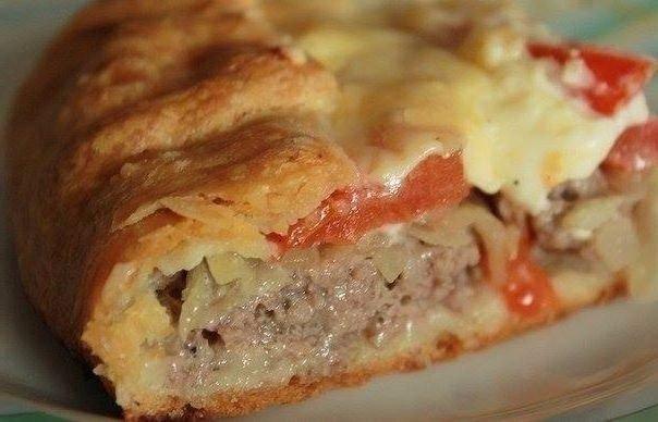 Открытый пирог можно приготовить с мясом, но это будет не пицца
