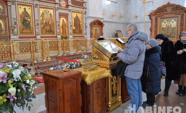 Великие православные святыни привезли в Хабаровск (ФОТО)