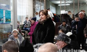 Чтобы занять очередь к врачу, пациенты Краевой больницы №1 приходят к пяти утра (ФОТО; ВИДЕО)