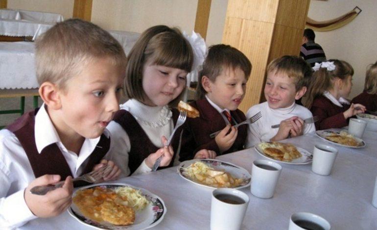 Школьный обед не по вкусу: хабаровских детей недокармливают в столовых
