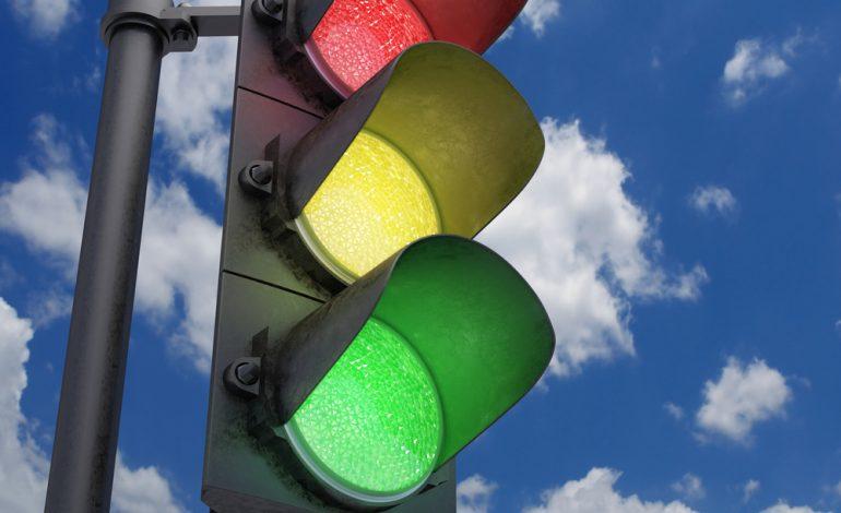 """Хабаровчане жалуются на """"говорящие"""" светофоры и уличные фонари"""