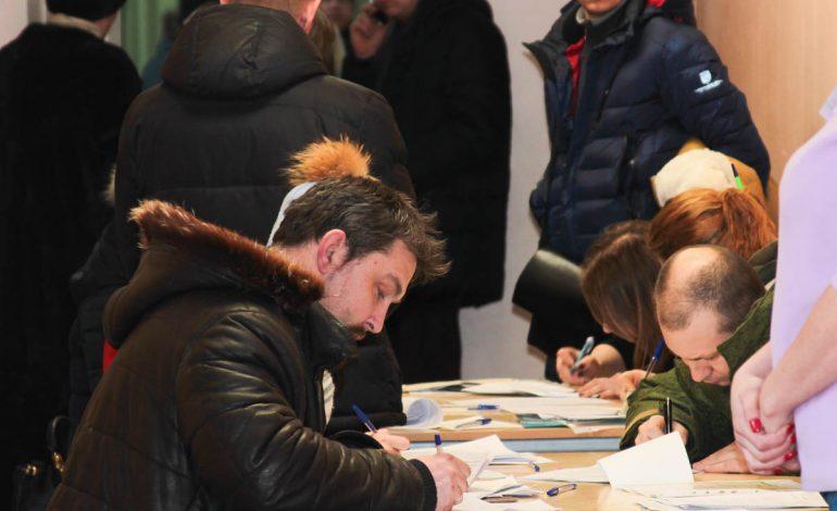 Очередей при записи детей в первый класс в Хабаровске избежать не удалось (ФОТО)