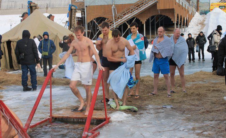 Крещенские купания в проруби: польза или вред
