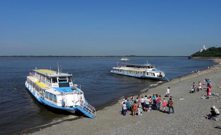 Пойдут ли теплоходы на левый берег Амура в этом году?