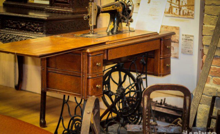 Швейная машинка «Зингер», плуг, диван и вешалка: что несут хабаровчане в Музей истории