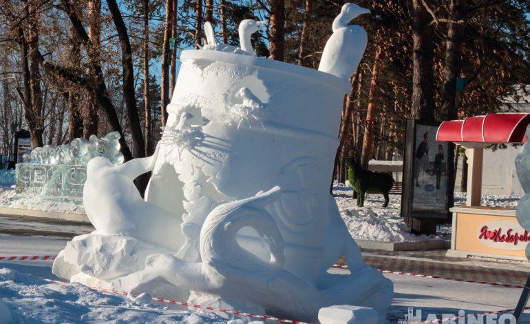 Снежные фигуры на набережной покорили хабаровчан своей красотой (ВИДЕООПРОС)