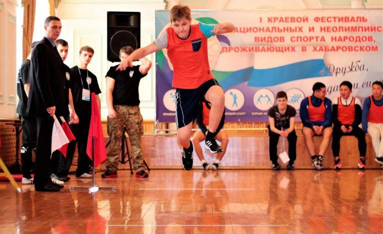 Хабаровчане стали лучшими в якутской борьбе и нанайских прыжках на фестивале национальных видов спорта (ФОТОРЕПОРТАЖ)