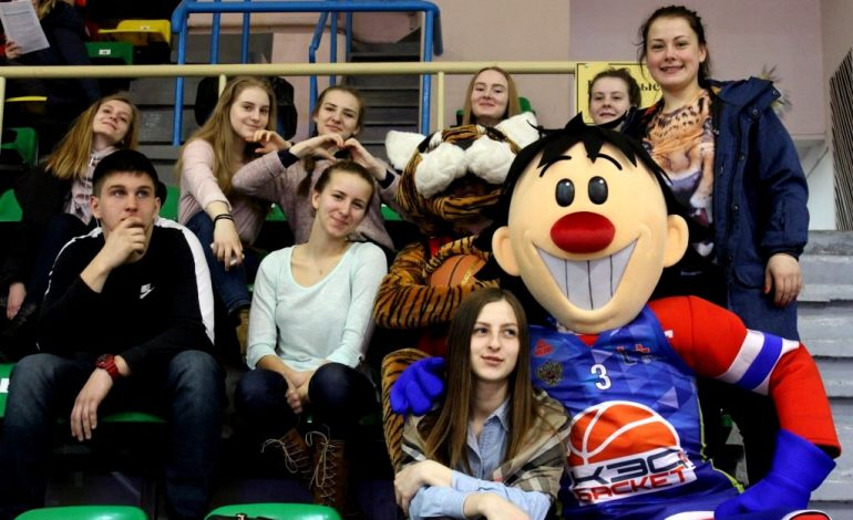 «Летающие» баскетболисты и Олимпийская чемпионка посетили дальневосточный финал школьной лиги