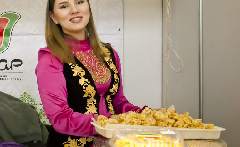 Блюдами еврейской, японской и армянской кухни угостили хабаровчан на Дне национальной культуры (ФОТОРЕПОРТАЖ)