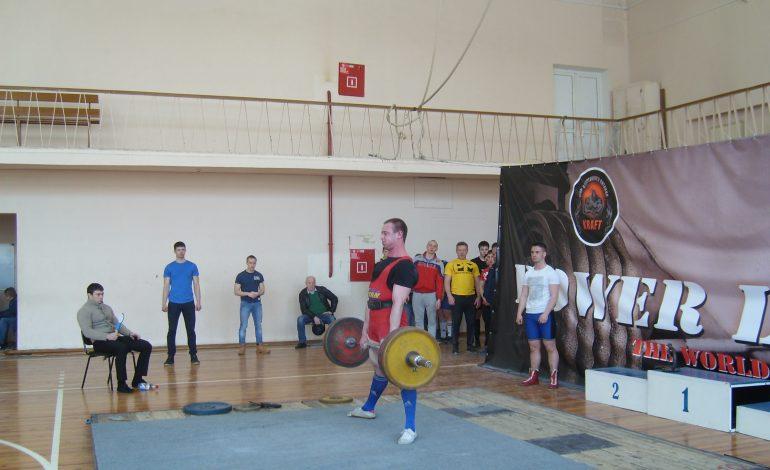 Чемпионат края по силовому троеборью прошел в Хабаровске