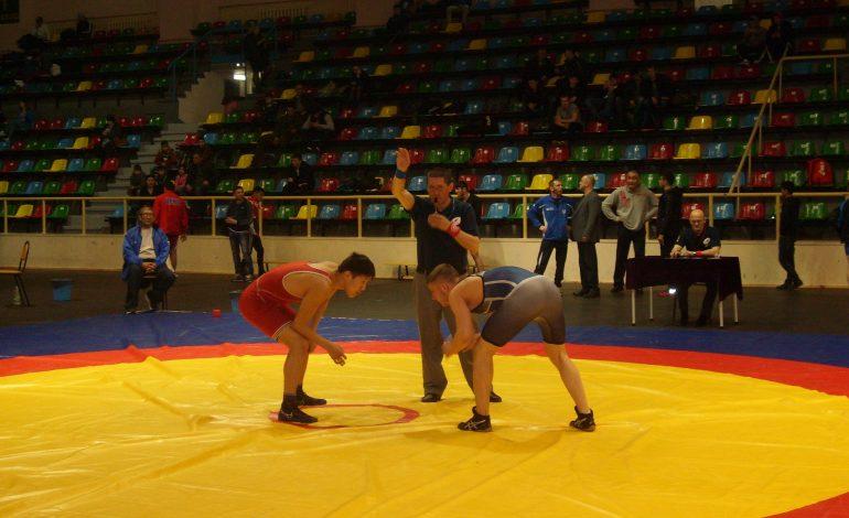 Борцы Хабаровска вышли на второе место в первенстве ДФО