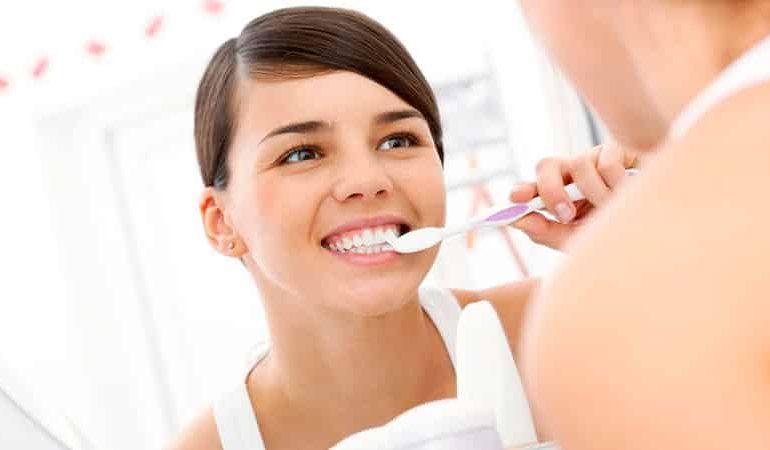 Стоматолог по вызову: стоит ли лечить зубы на дому?