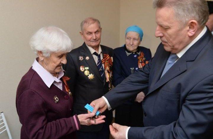 Хабаровским ветеранам ко Дню Победы выплатят по 1000 рублей