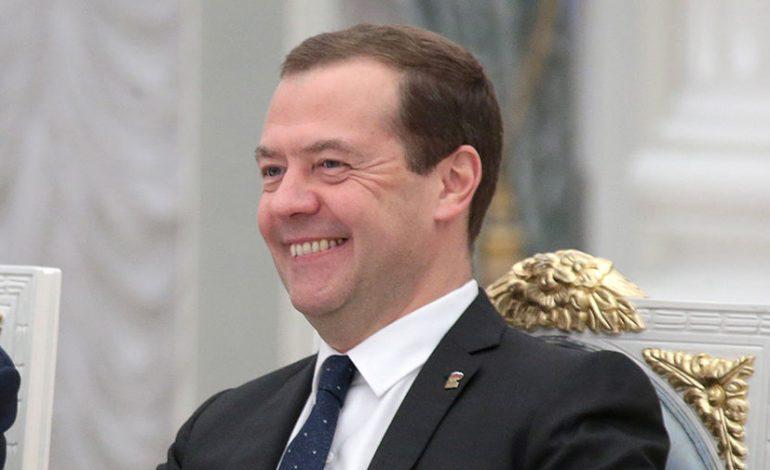 Отставку Медведева поддерживает почти половина россиян