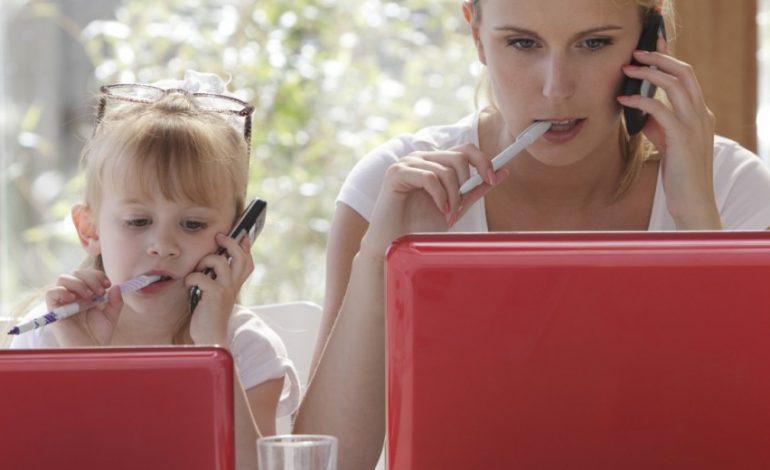 На мамину работу как на праздник: что делать, чтобы ваш ребенок научился уважать труд