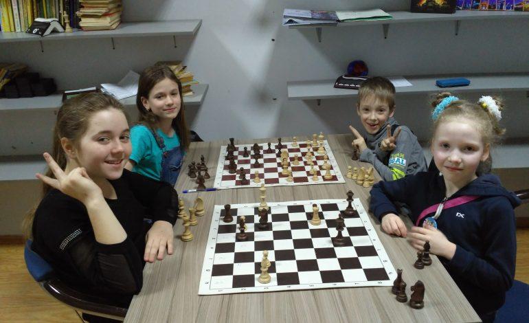 Школьников приглашают на шахматные каникулы