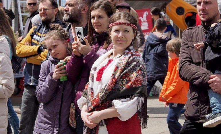Хабаровчане встретили майские праздники безалкогольным хороводом