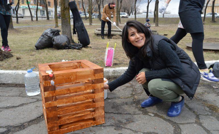 Дизайн-субботник провели хабаровчане на площади Серышева (ФОТО)
