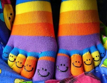 День разноцветных носков с пальцами и День бикини