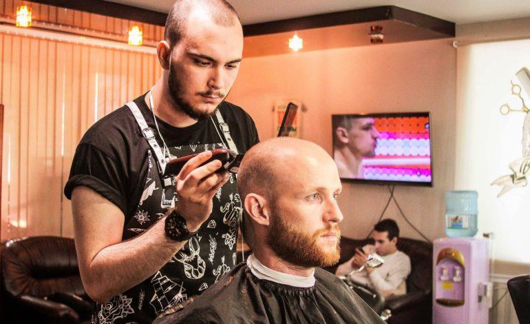 «Девушек я не люблю» — один из самых молодых парикмахеров в Хабаровске о своей работе
