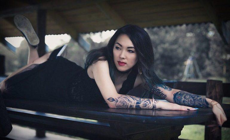 Татуировщица Елена Аббасова: хабаровчанки хотят цветы под грудью и на ягодицах