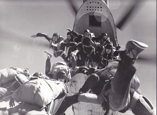 «Парашют не раскрылся пять раз, а прыгала я шесть тысяч» — Елена Ларионова о воздушной карьере