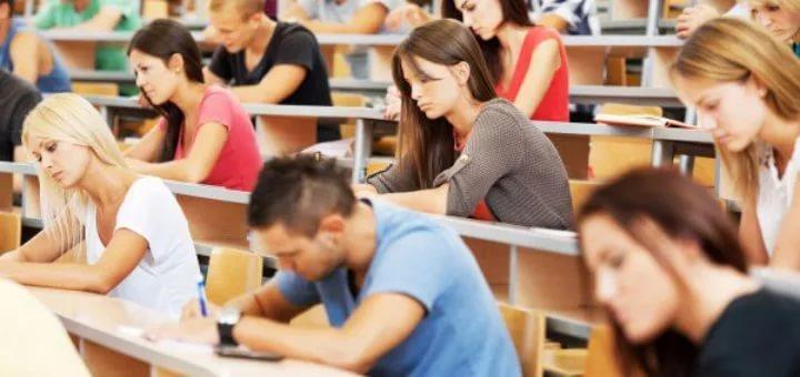 Студентам из малообеспеченных семей положена социальная стипендия