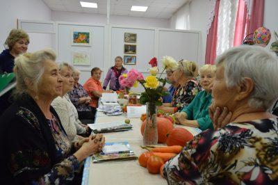 """Члены дачного клуба """"Лукошко"""" сели за парты"""