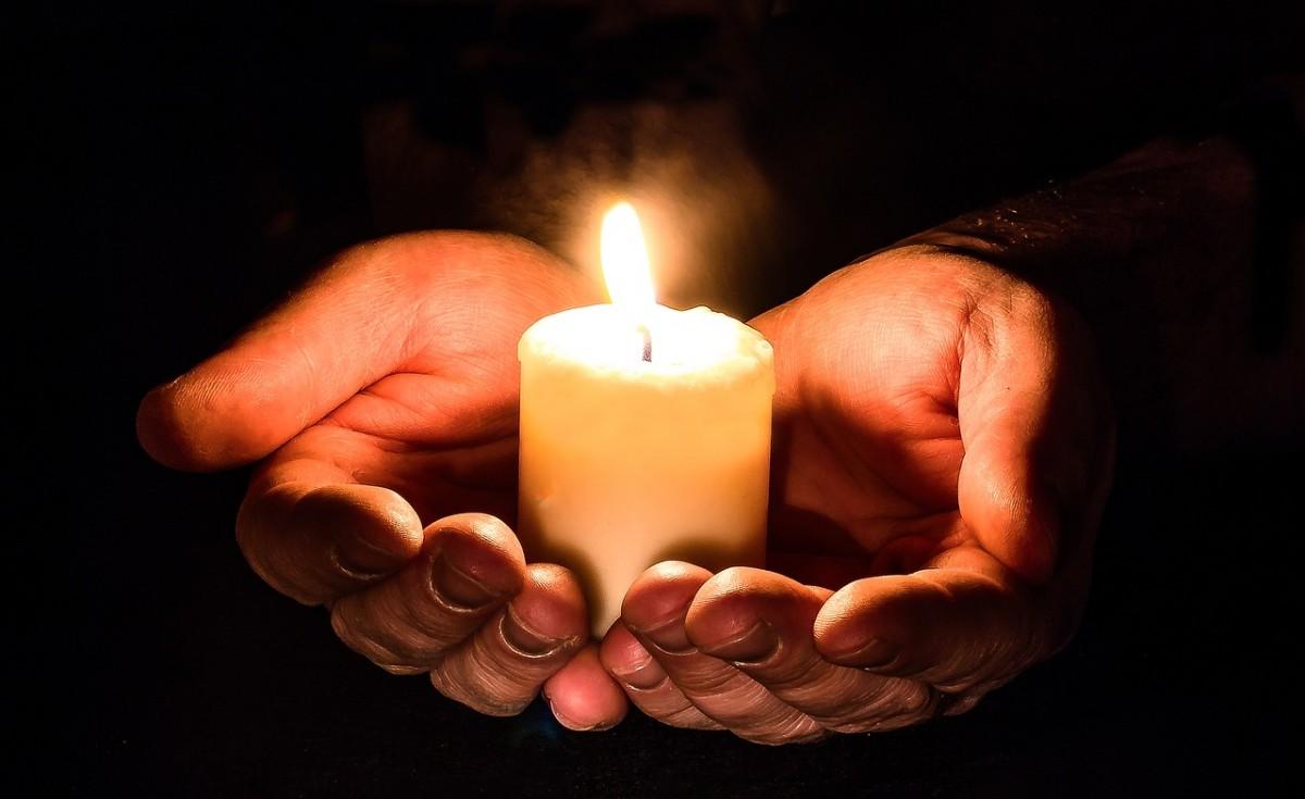 День посиделок при свечах