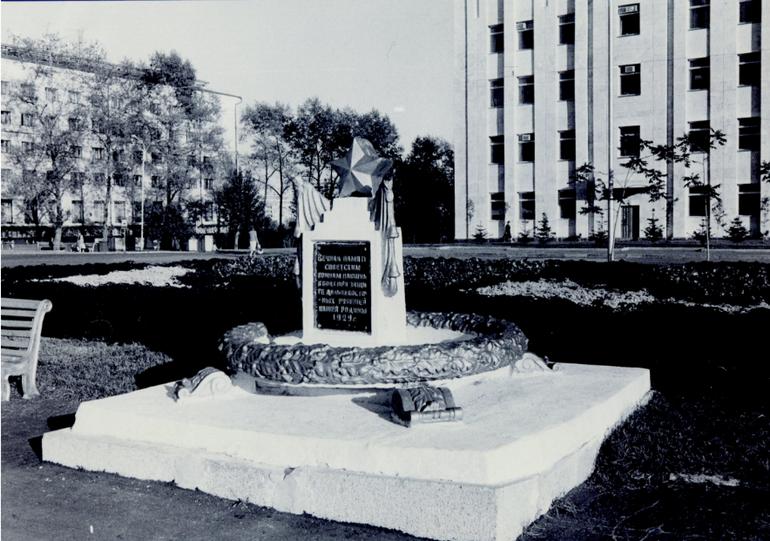 памятник братская могила история