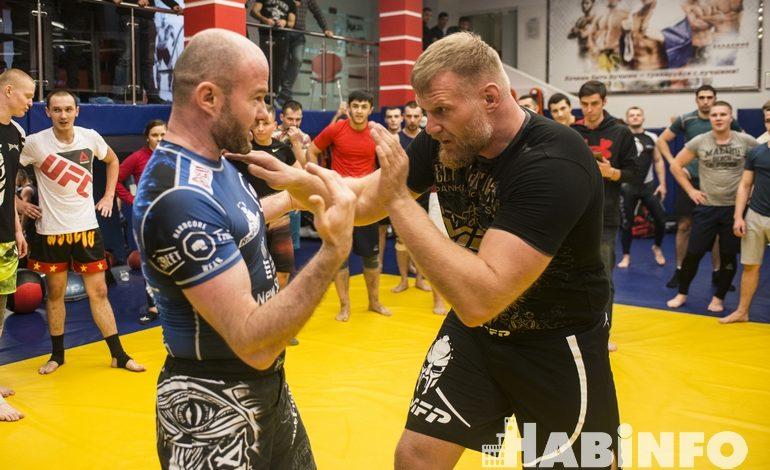 «Урок по-американски»: звезда UFC Джош Барнетт дал мастер-класс для хабаровчан