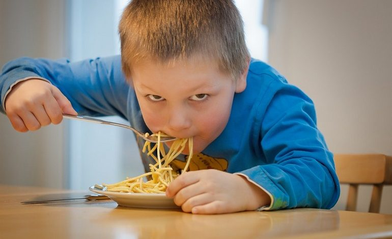 Школьникам не хватает мяса и овощей: питание детей опять вызывает вопросы