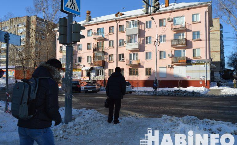 Почти победа: молодёжи стало стыдно за снег на тротуарах, а коммунальщикам нет